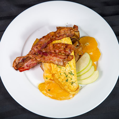 eggs_and_bacon_for_lunch_makes_a_great_brunch_at_simonholt_restaurant